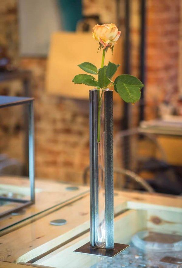 wazon i róża
