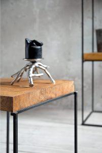 stolik i świeca w stylu loftowym